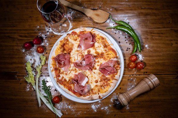 PIZZA SPECK & SCAMORZA - Restaurant IL PADRINO Baia Mare